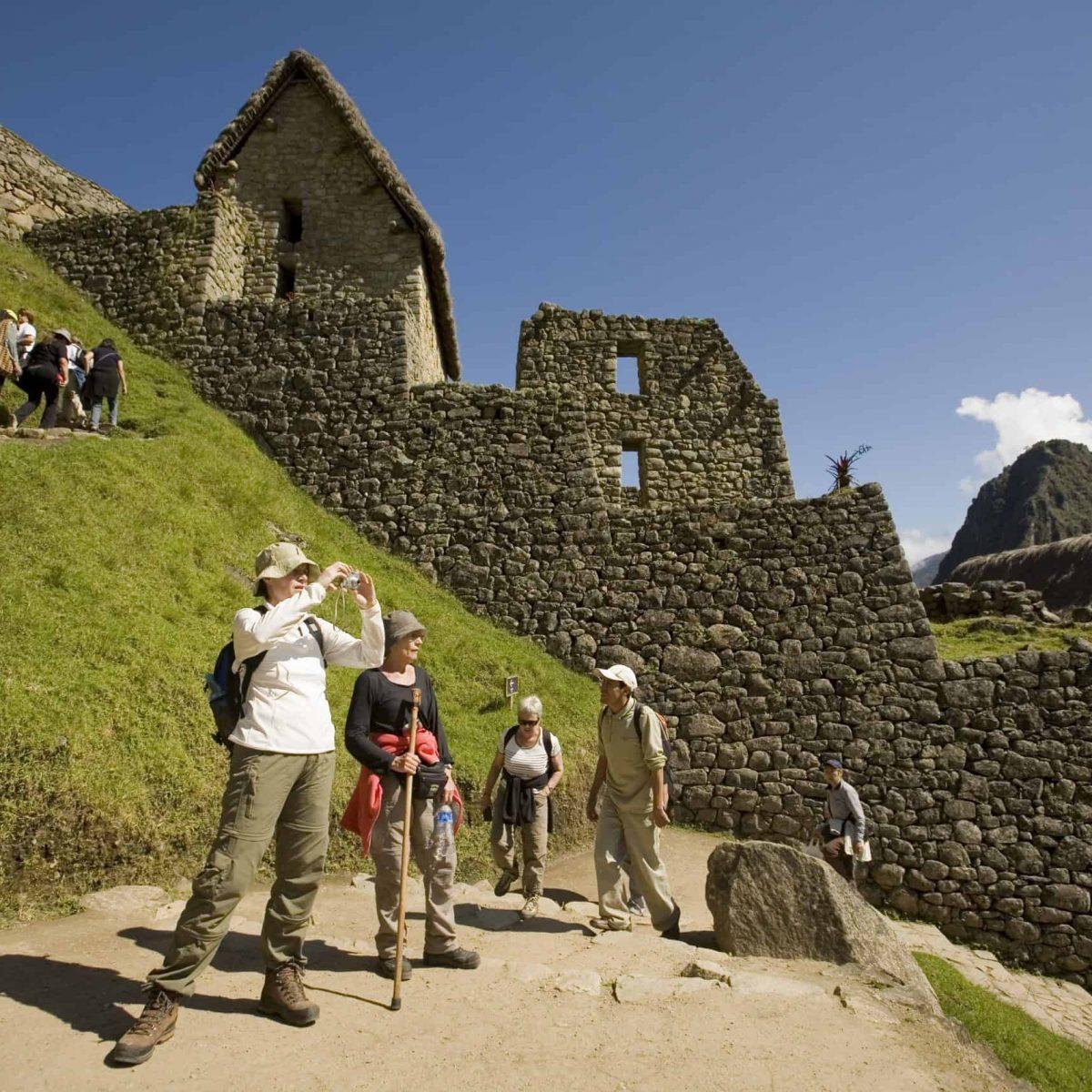 Turistas en la ciudadela de Machu Picchu.